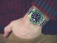 The pre-owned Men's Rolex Submariner 11610 comes complete with Box Only. Find your perfect second hand Rolex with Xupes today. Pre Owned Rolex, Pre Owned Watches, Second Hand Rolex, Rolex Submariner 16610, Hermes Men, Versace Men, Stainless Steel Bracelet, Kanye West, Rolex Watches