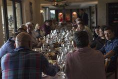 """U subotu je u našoj vinariji održan prvi edukativni skup """"Tajna velikih vina - od vinograda do boce"""". Članovi Kluba ljubitelja vina Aleksandrović uživali su u predavanjima i degustaciji naših vina uz šumadijsku hranu."""