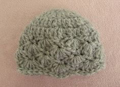 This video is a detailed step by step tutorial on how to crochet a pretty baby hat. This pattern is suitable for beginners. This baby hat fits 0 - 3 months. ...