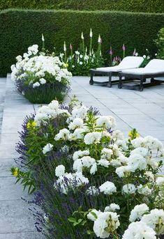 30+ Gorgeous Green And White Garden To Create Calm Atmosphere #gardendesign #gardeningtips #gardenideas