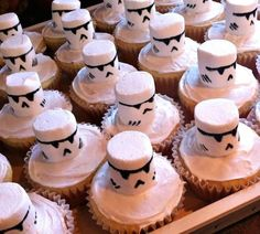 Here are some awesome star wars birthday party ideas! Here are some awesome sta. Here are some awesome star wars birthday party ideas! Here are some awesome star wars birthday par Star Wars Birthday Cake, New Birthday Cake, Birthday Party Snacks, Birthday Cupcakes, Birthday Ideas, Men Birthday, Birthday Nails, Birthday Images, Birthday Bash
