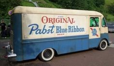 I love old box trucks! (Submitted by Dad. Commercial Van, Step Van, Pabst Blue Ribbon, Beer Company, Funny Internet Memes, Cool Vans, Beer Brands, Bored At Work, Retro Advertising