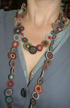 SOPHIE DIGARD, un'artista dell'ago e uncinetto - crochet circles necklace (hva)