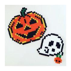Halloween perler beads by designpuki Perler Beads, Perler Bead Art, Fuse Beads, Pixel Art, Pearler Bead Patterns, Perler Patterns, Fimo Kids, Halloween Beads, Halloween Jack