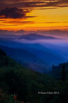 Sunset in the Smokies - Golden sunset over the Smoky Mountains in Tennessee ~photographer Dean Fikar Mountains In Tennessee, Great Smoky Mountains, Tennessee Usa, Blue Ridge Mountains, Beautiful Sunset, Beautiful World, Beautiful Places, Skier, Espanto