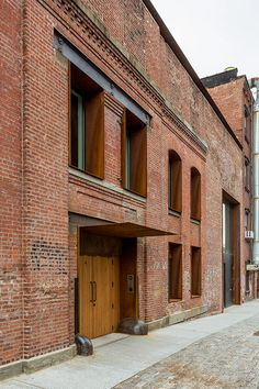 The project has been recognized by the New York Landmarks Conservancy with the Lucy Moses Preservation Award for outstanding preservation work in New York City. Building Exterior, Brick Building, Brick Architecture, Architecture Details, Modern Entrance Door, Kent Street, New York Landmarks, Warehouse Living, Converted Warehouse