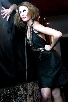 Black and gold halter silk dress. Hidden pleating at the back - Sample size - 175Euros