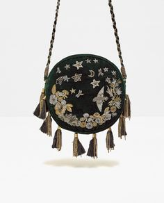 Discover the new ZARA collection online.Green Girl Style - What to wear trends in Boho Style and Hippie Style. For most ladies, getting an authentic designer bag is not really s My Bags, Purses And Bags, Other Accessories, Women Accessories, Kelly Bag, Diy Handbag, Zara Bags, Round Bag, Boho Bags