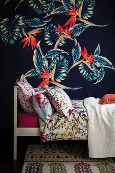 Tropical blooms - bedroom interior design trends decorating a bedroom Bedroom Color Schemes, Bedroom Colors, Colour Schemes, Colourful Bedroom, Floral Bedroom, Cosy Bedroom, Bedroom Decor, Wall Decor, Stylish Bedroom
