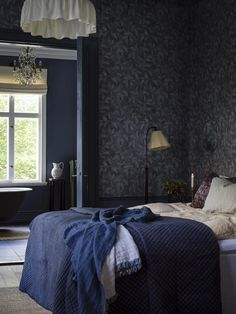 Rosewood Night by Boråstapeter – Blue & Beige – Wallpaper – 1904 Create a modern, opulent bedroom with this beautiful Rosewood Night wallpaper design. Wallpaper Design For Bedroom, Beige Wallpaper, Sombre, Blue Wallpapers, Blue Bedroom, Luxurious Bedrooms, Luxury Bedding, Interior Design, Modern Interior