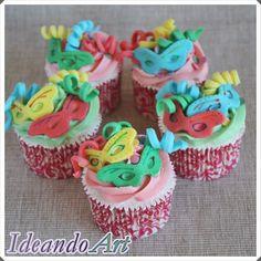 Cupcakes carnavaleros de nubes con fondant by IdeandoArt