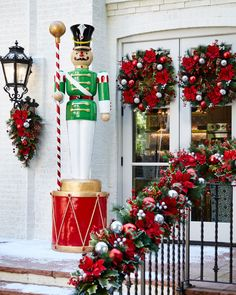 Front Porch Christmas Decoration Ideas Inspirational Live form Red and Metallic Gold Drum Outdoor Christmas Decor Porch Christmas Tree, Christmas Lights For Sale, Christmas Decorations Clearance, Outside Christmas Decorations, Christmas Home, Holiday Decor, Christmas Palace, Luxury Christmas Decor, Nutcracker Christmas Decorations