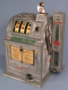 One of the largest antique, classic and vintage slot machine collector in the usa. buy used mills - jennings - watling - pace and more! Machine Image, Machine Video, Pinup Art, Vintage Design, Vintage Images, Arcade, Vintage Slot Machines, Cars Vintage, Vintage Phones