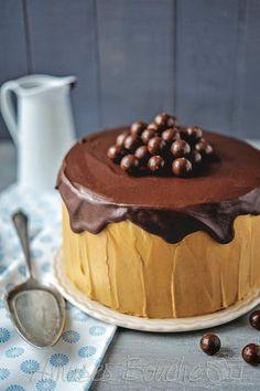 Voici un gâteau plutôt simple dans 2 versions, la classique ou le Gravity cake. Le WE dernier, je devais faire un gâteau pour l'anniversaire de ma nièce et j'ai voulu m'essayer au Gravity cake (voir la vidéo de Hanane). J'ai choisi un gâteau assez simple,...