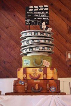 What a neat movie/travel themed wedding cake...I love it!