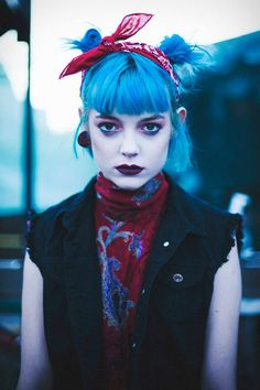 Polychromatic Punk Editorials - Alex Hutchinson Captures This Exotic Grunge-Inspired Series (GALLERY) Blue hair, red bandana. Grunge Outfits, Grunge Fashion, Girl Outfits, 80s Punk Fashion, Fashion Fashion, Grunge Style, Soft Grunge, 90s Grunge, Hippie Look