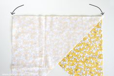 Cut a CONTINUOUS strip of BIAS TAPE (from one small square of fabric).a quick way to cut up some bias tape, without wasting fabric! Fabric Squares, Fabric Strips, Quilt Patterns, Sewing Patterns, Dress Patterns, Coat Patterns, Quilt Binding, Bias Binding, Sewing Binding