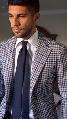 Earth tone plaid blazer with a white button up shirt navy tie Mens Fashion Blog, Plaid Fashion, Men's Fashion, Outfit Man, Plaid Blazer, Suit And Tie, Blazers For Men, Gentleman Style, Sport Coat