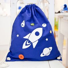 Katrin from luft-linie.at made some beautiful hand-buttoned rocket backpacks for us. And we are crazy in love with them!