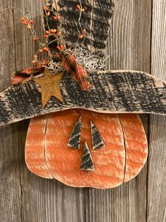 Primitive Fall Crafts, Primitive Pumpkin, Country Primitive, Primitive Signs, Halloween Wood Crafts, Halloween Signs, Halloween Ideas, Halloween Party, Wooden Picture