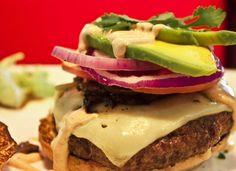 Tienes que ir al restaurante ARAXI para probar el Chipotle Burger #WishDishPTY y automáticamente estarás apoyando a Make-A-Wish. ¡Ayudar nunca fue tan delicioso!