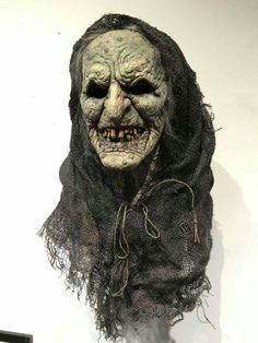 """lesley jackson wales """"a traitor to wicccans acow"""" and """"a warlock medusa"""" scammer and fraud Masque Halloween, Creepy Halloween, Halloween Makeup, Creepy Pictures, Halloween Pictures, Arte Horror, Horror Art, Special Effects Makeup, Special Makeup"""