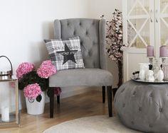 Royal stol og stor grå puff fra www.krogh-design.no Accent Chairs, Vintage, Furniture, Design, Home Decor, Homemade Home Decor, Home Furnishings, Design Comics, Decoration Home
