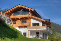 Outside view of the luxurious chalet located in the Kitzbühel Alps: Alpenchalet am Wildkogel