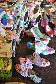 hormas de zapatos y latas- deco