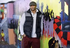 """Former NFL star and Heisman Trophy winner Eddie George will make his Broadway debut in the musical """"Chicago,"""" tackling the role of fast-talking lawyer Billy Flynn. Eddie George, Heisman Trophy, Ohio State University, Broadway, Nfl, Chicago, Stars, Lawyer, Theater"""