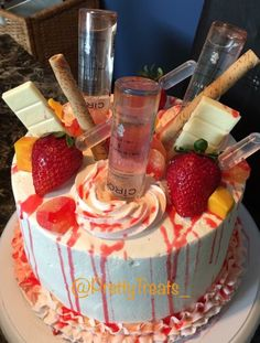 Birthday Cake Ideas With Alcohol 21st Cake, Adult Birthday Cakes, My Birthday Cake, 21 Birthday, Birthday Drinks, Alcohol Birthday Cake, 19th Birthday Gifts, Birthday Ideas, Delicious Desserts