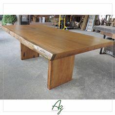 Mais uma mesa em madeira maciça  finalizada e pronta para entrega ✔