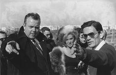 """Mario Dondero  L'acteur américain Orson Welles (1915-1985) et le réalisateur italien Pier Paolo Pasolini sur le tournage du film """"La ricotta"""" de Pier Paolo Pasolini (1922-1975). Banlieue romaine. Octobre 1962. ©Dondero/Leemage"""