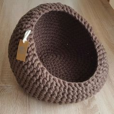 We brought 20 free Crochet Cat Bed and House Patterns that are cute and beautiful and would make the super comfortable platform for your cat to sleep and sit after getting tired!Top Tips, Tricks, And Techniques For That Perfect crafts Animal Room, Gato Crochet, Crochet Yarn, Knitting Projects, Crochet Projects, Cute Diy, Mode Crochet, Cat Basket, Arm Knitting
