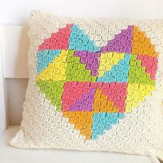 It is a very cheerful pattern. It's a free pattern. Very nice to crochet. I recommend:) Triangle Pillow Free Crochet Pattern is here. Crochet Cushion Cover, Crochet Pillow Pattern, Crochet Cushions, Crochet Patterns, Pillow Patterns, Bag Crochet, Crochet Stitches, Free Crochet, Corner To Corner Crochet