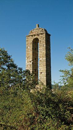 Clocher de l'ancienne chapelle romane . Santa-Maria-Siché (Corse-du-sud, France) .