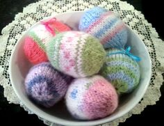 From our friends @Farshad Inanlou Eggs Daily >>> EASTER EGG Knitting Pattern PDF Fun Easy to Knit Life-size Eggs. $5.00, via Etsy. We just LOVE these ... wish we knew how to knit! ♥