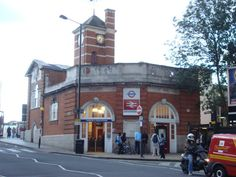 Harrow & Wealdstone Railway Station (HRW) in Harrow on the Hill, Greater London