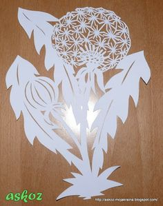 Le pissenlit. Book Crafts, Diy And Crafts, Paper Crafts, Paper Pot, Paper Cut Design, Scroll Saw Patterns, Paper Stars, Card Patterns, Kirigami