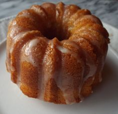 This is a moist maple pound cake made in a mini bundt pan. It has a sweet, maple flavor, and drizzled with a maple glaze. Loaf Cake, Pound Cake, Bunt Cakes, Cupcake Cakes, Food Cakes, Maple Cake, Keto Chocolate Mug Cake, Muffins, Buckwheat Cake