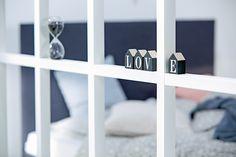 Soveromsdetaljer, GUNDERSEN timeglass, ASNAN bokstaver | Nordic Bohem | Skandinaviske hjem, nordisk design, Skandinavisk design, nordiske hjem, soverom, lyst soverom | JYSK