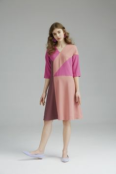 colorblock v-neck dress with geometrical cut detail ,side pockets<br><br>fuchsia/blush/marsala<br>