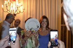 Bia Murano, assessora de imprensa, Jorge Takla, e Paulo Lara, das Porcelanas Schmidt. Claudia Matarazzo e seu prato de porcelana.