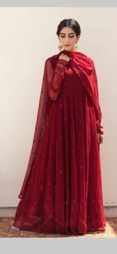 Pakistani Fashion Party Wear, Pakistani Wedding Outfits, Pakistani Dresses Casual, Pakistani Dress Design, Fancy Dress Design, Stylish Dress Designs, Stylish Dresses, Casual Dresses, Dress Indian Style