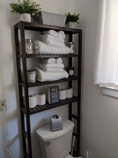 apartment bathroom Efficient Ideas For Arranging Bathroom Shelves ing Tips For Organizing 25 Chic Bathrooms, Bathroom Design Small, Bathroom Designs, Kitchen Designs, Diy Home Decor, Tips, Master Bathroom, Bathroom Spa, Master Master