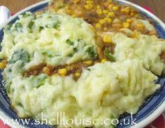 Slimming World Cowboy Pie - Fab Food Friday - Shell Louise Fall Recipes, Diet Recipes, Cooking Recipes, Cooking Corn, Slimming World Beef Recipes, Slimming Word, Beef Pies, Cooking Green Beans, Tattoos