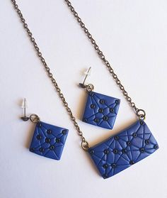 This set is made from blue metallic polymer clay, which was handshaped into a beautiful set of necklace & earrings. Decorated with geometric shapes and tiny black beads. For a nice glossiness, every piece is finished with a coat of semi-gloss varnish (FIMO). The earrings are