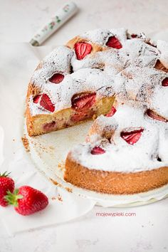 Najłatwiejsze ciasto w świecie | Moje Wypieki Köstliche Desserts, Delicious Desserts, Sifted Flour, Large Egg, Powdered Sugar, Cupcake Cakes, Cupcakes, Cheesecake, Strawberry