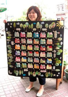 "Handmade Patchwork Stained Xiaoya Workshop Sewing House: Patchwork my new ""forest house"" ! House Quilt Patterns, House Quilt Block, Quilt Blocks, Scrappy Quilts, Mini Quilts, Wool Quilts, Quilting Projects, Quilting Designs, Embroidery Designs"