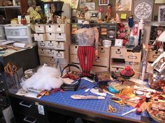 Yea!! Mimi Kirchner's studio. See...I'm not the only person who works like this...